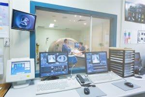 המדריך-לבדיקות-CT-ו-MRI