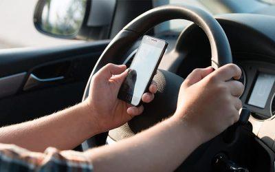 מסמסים בנהיגה